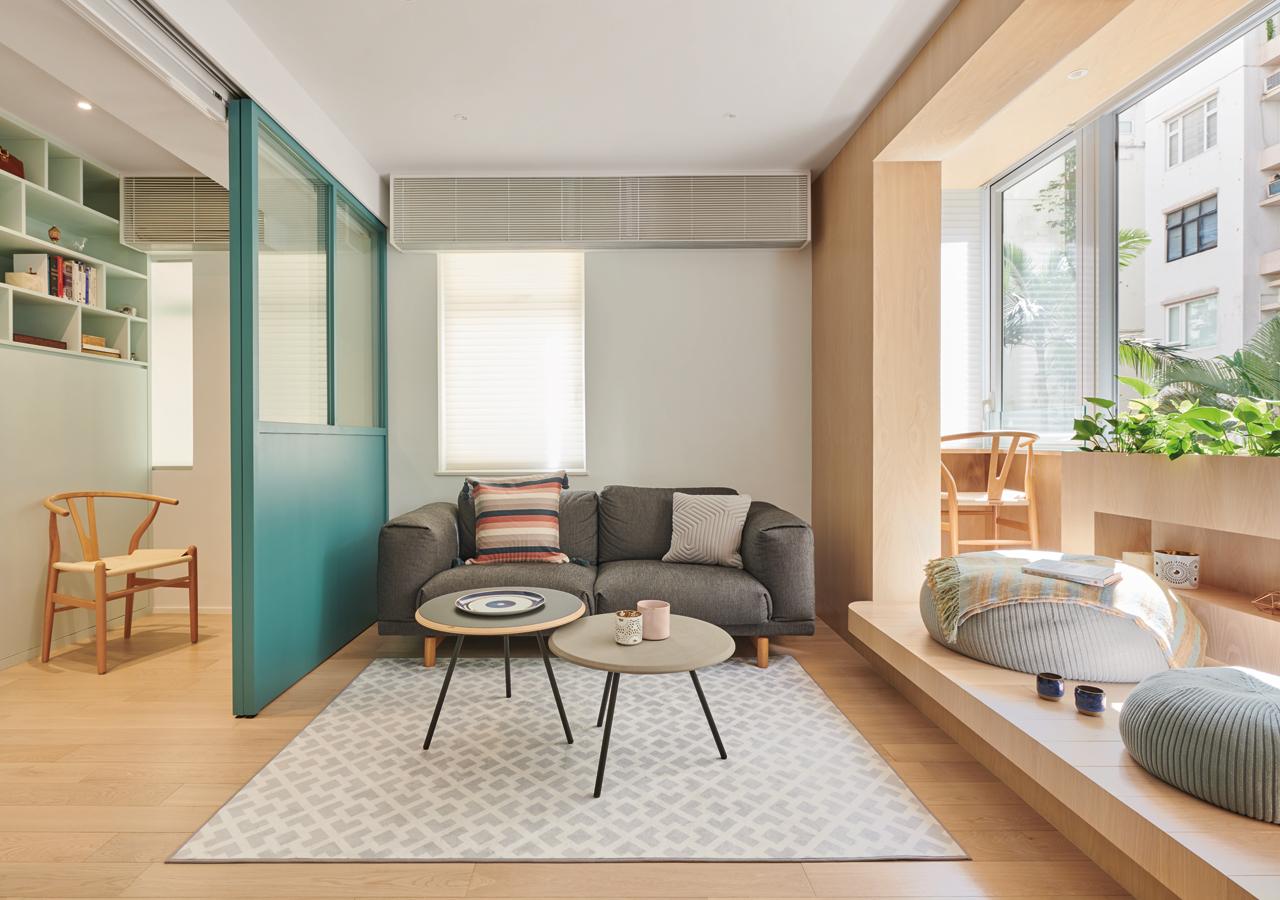 襯在平靜背景中的傢具刻意隨意組合擺放,方便屋主一家根據未來需要作改動