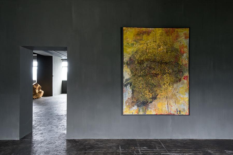 Installation view of 'Cang Ghe', work by Shozo Shimamoto. (Photo: Courtesy of Axel Vervoordt Gallery)