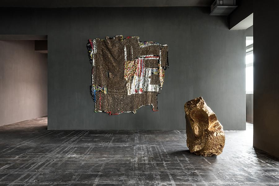 'E-witness' by El Anatsui (wall), 'Untitled' by Bosco Sodi (Photo: Courtesy of Axel Vervoordt Gallery)