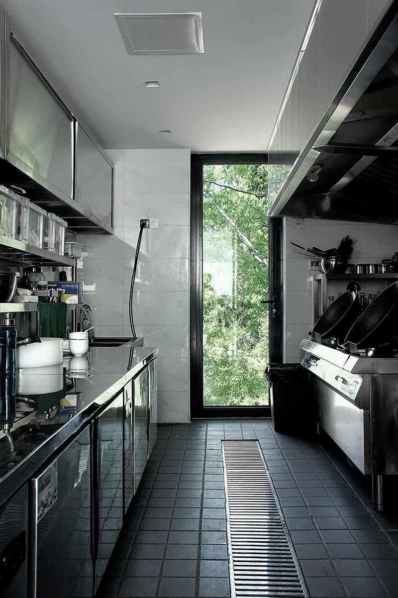 The kitchen with natural views of the outdoors. (Photo: Linjian Design Studio)