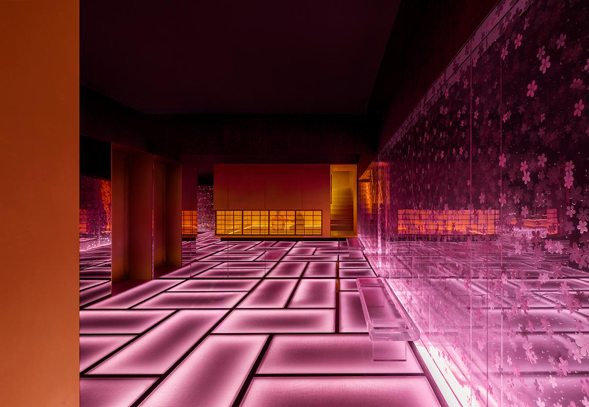 Sakura touches permeate the boldly designed restaurant. (Photo: Courtesy of Shanghai Hip-pop Design)