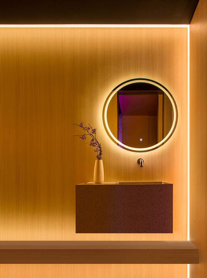 The illuminated amber motif extends to the rest room. (Photo: Courtesy of Shanghai Hip-pop Design)