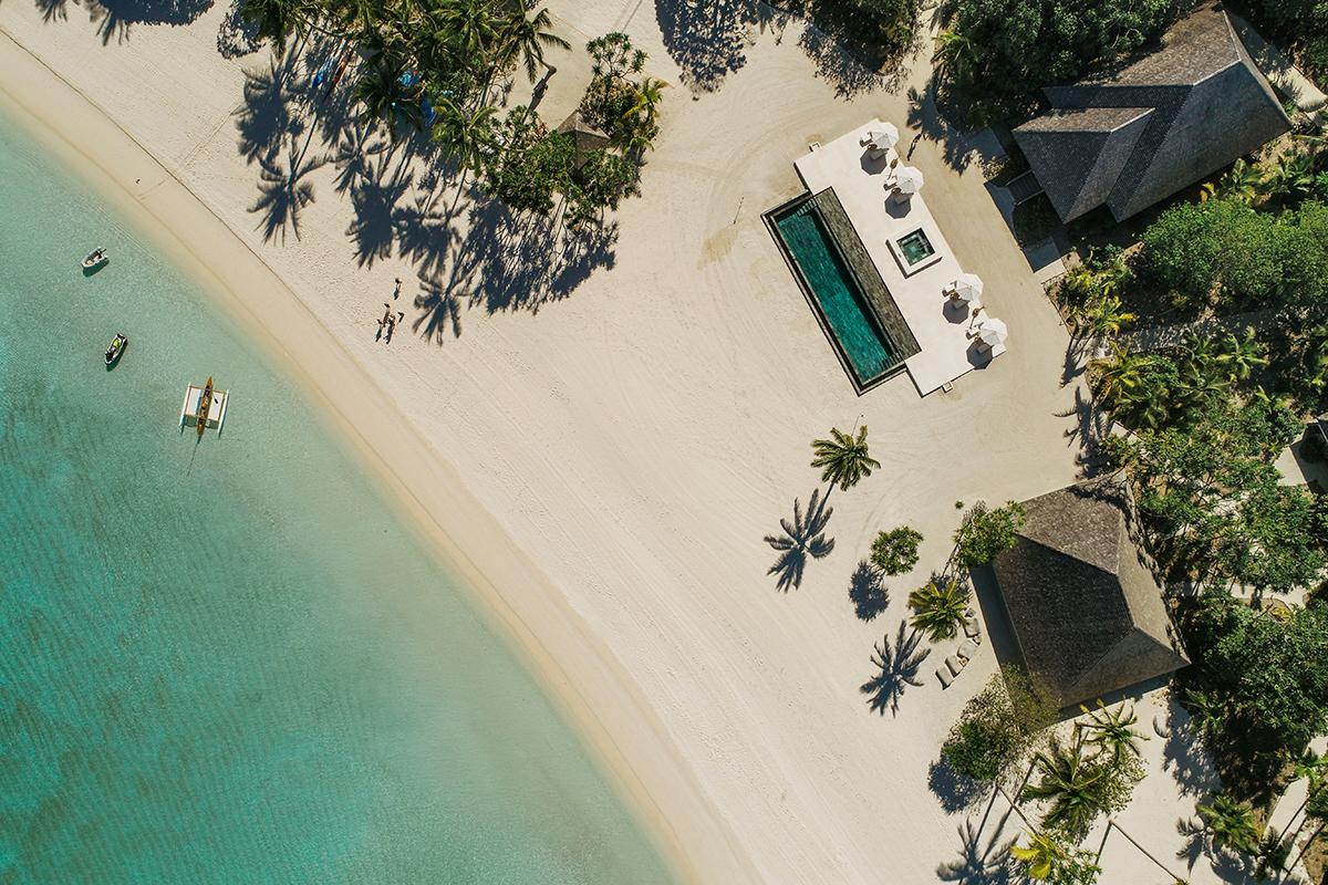 The Atoll de Nukutepipi in French Polynesia, an entire private island you can book on AirBnb Luxe. (Photo: Courtesy of AirBnb)
