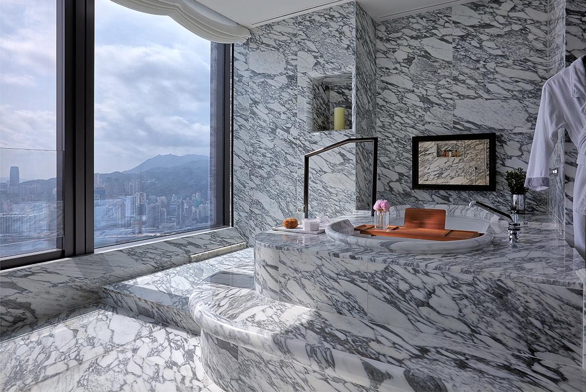 The immaculate bathroom of the Beacon Hill Penthouse. (Photo: Courtesy of Rosewood Hong Kong)