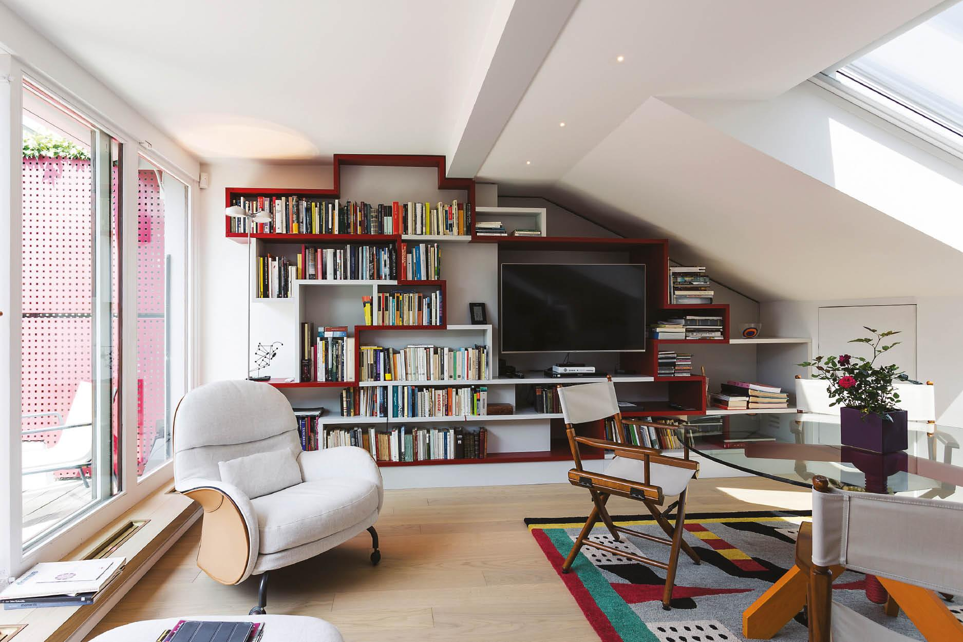 Eclectic Treasures Meet Sleek Contours at this Alluring Abode in Milan